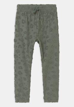 Cotton On - KEIRA - Verryttelyhousut - swag green
