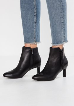 Clarks - CALLA BLOSSOM - Ankle Boot - black