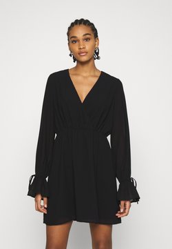 NA-KD - STRAP TIE MINI DRESS - Vapaa-ajan mekko - black