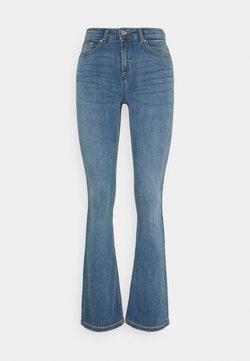 b.young - BYLOLA BYLUNI  - Flared Jeans - light blue