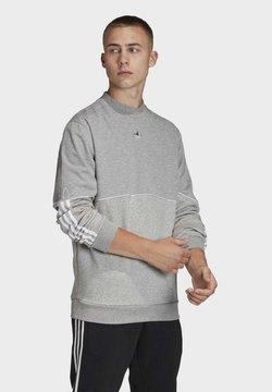 adidas Originals - OUTLINE CREWNECK SWEATSHIRT - Sudadera - grey