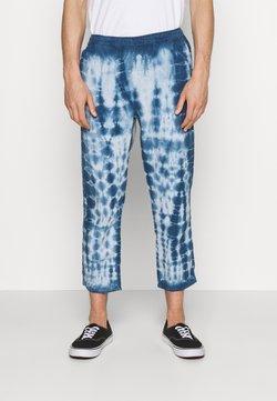 BDG Urban Outfitters - TIE DYE PANT - Pantalon classique - blue