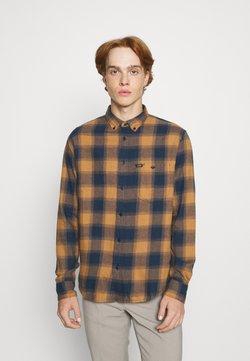 Lee - RIVETED SHIRT - Hemd - tobacco brown