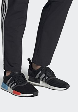 adidas Originals - NMD_R1 UNISEX - Sneaker low - core black/silver metallic/solar red