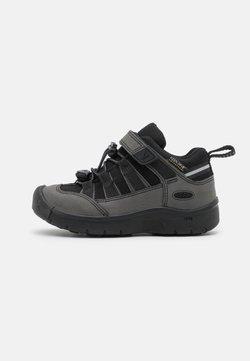 Keen - HIKEPORT 2 LOW WP UNISEX - Hikingskor - black