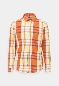 Far Afield - MOD BUTTON DOWN RINCON CHECK - Hemd - orange