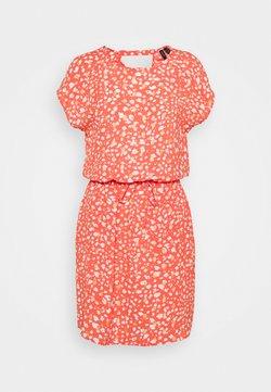 Vero Moda Petite - VMSINAMON SHORT DRESS  - Vapaa-ajan mekko - spiced coral/foil