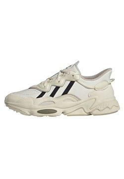 adidas Originals - OZWEEGO - Sneakers basse - white
