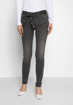 Marc O'Polo - TROUSER MID WAIST REGULAR LENGTH BELT SCARF - Jeans slim fit - grey softwear wash