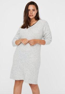 Vero Moda Curve - Vestido de punto - light grey melange
