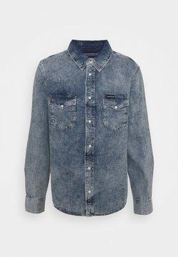 Calvin Klein Jeans - MODERN WESTERN - Camisa - denim light