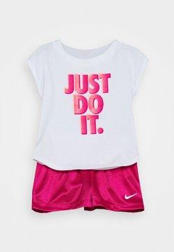 Nike Sportswear - GRAPHIC SET - T-shirt print - fireberry