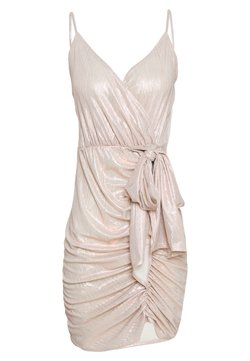 Nly by Nelly - DRAPY SHIMMER DRESS - Freizeitkleid - pink metallic