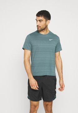 Nike Performance - MILER  - T-shirt basique - dark green