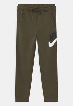 Nike Sportswear - PLUS CLUB - Verryttelyhousut - khaki