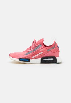adidas Originals - NMD_R1 SPEEDLINES BOOST SHOES - Sneakersy niskie - haze rose/core black