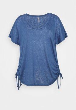ONLY Play - ONPJIVAN CURVED V NECK BURNOUT CURVY - T-shirt print - bijou blue