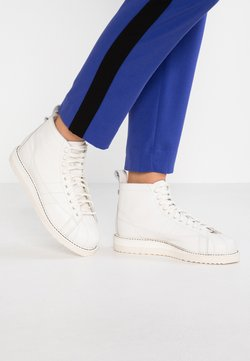 adidas Originals - SUPERSTAR BOOT - Höga sneakers - white