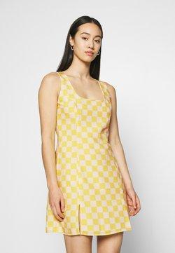 Glamorous - MINI DRESS WITH FRONT SIDE SPLITS - Freizeitkleid - yellow checkboard