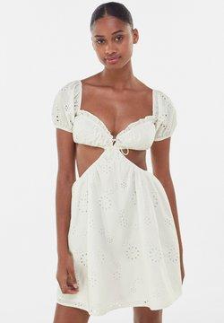 Bershka - Cocktailkleid/festliches Kleid - white