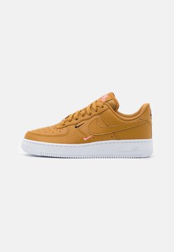 Nike Sportswear - AIR FORCE 1 - Sneaker low - wheat/sunset pulse/black