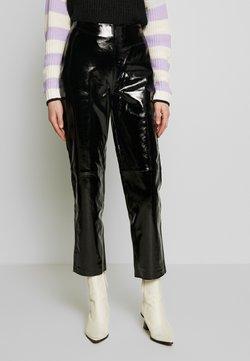 YAS - YASPATTY PATENT PANT SHOW - Pantalon en cuir - black