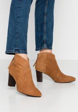 Unisa - NARELA - Ankle Boot - cobnut