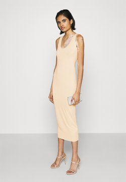 Missguided - RAW EDGE SLINKY RACER MIDAXI DRESS - Vestido de tubo - nude