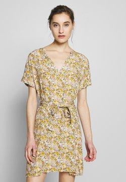 Mavi - PRINTED DRESS - Freizeitkleid - antique white/soft ditsy