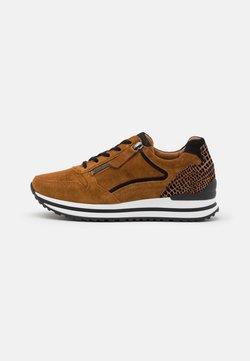 Gabor Comfort - Sneaker low - camel/schwarz
