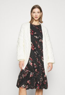 Superdry - GRACE OVERSIZED CABLE - Gilet - cream