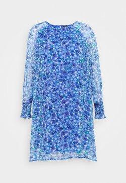 Vero Moda Curve - VMDICTE SHORT DRESS  - Freizeitkleid - dazzling blue/dichte