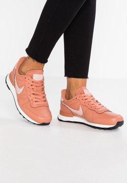 Nike Sportswear - INTERNATIONALIST - Sneaker low - terra blush/summit white/black