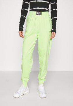 Nike Sportswear - WASH PANT - Jogginghose - ghost green/black