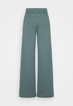 BLANCHE - EXCLUSIVE HELLA SLIT PANTS - Jogginghose - sage green