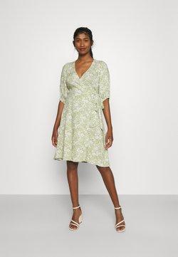 Gina Tricot - DITA DRESS - Vapaa-ajan mekko - green/white