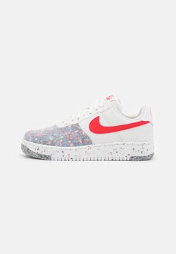 Nike Sportswear - AIR FORCE 1 CRATER - Sneakers basse - summit white/siren red