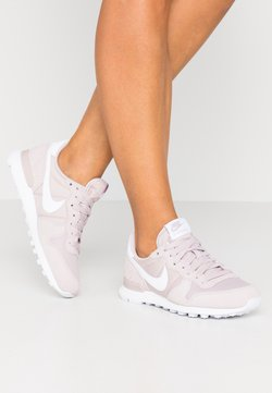 Nike Sportswear - INTERNATIONALIST - Sneaker low - platinum violet/white