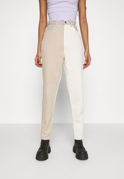 Missguided - NEUTRAL PATCHED RIOT MOM JEAN - Jeans baggy - cream