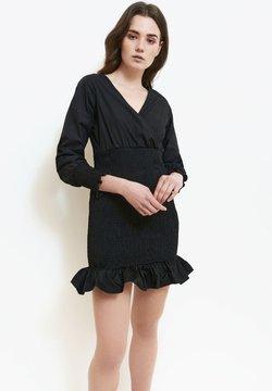CUPLÉ - Vestido de tubo - black