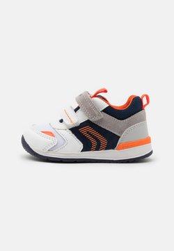 Geox - RISHON BOY - Sneaker low - white/navy