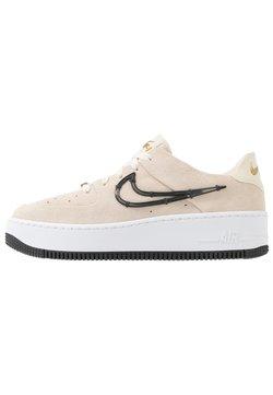 Nike Sportswear - AIR FORCE 1 SAGE - Sneaker low - light cream/black/metallic gold