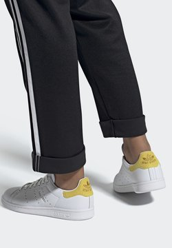 adidas Originals - STAN SMITH  - Joggesko - ftwwht/silvmt/coryel