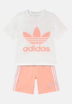 adidas Originals - TEE SET UNISEX - Shorts - white/haze coral