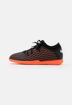 Puma - FUTURE 6.4 IT JR UNISEX - Fußballschuh Halle - black/white/shocking orange