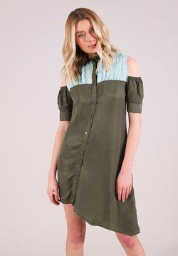 blonde gone rogue - Skjortklänning - green