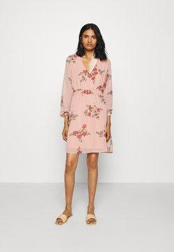 Vero Moda - VMALLIE SHORT SMOCK DRESS - Freizeitkleid - misty rose