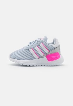 adidas Originals - LA TRAINER LITE UNISEX - Matalavartiset tennarit - halo blue/footwear white/screaming pink
