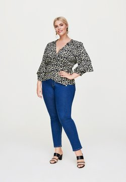 Rock Your Curves by Angelina K. - MIT VOLANT-DETAILS - Bluse - schwarz