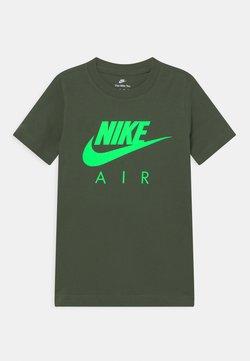 Nike Sportswear - AIR TEE - T-Shirt print - carbon green